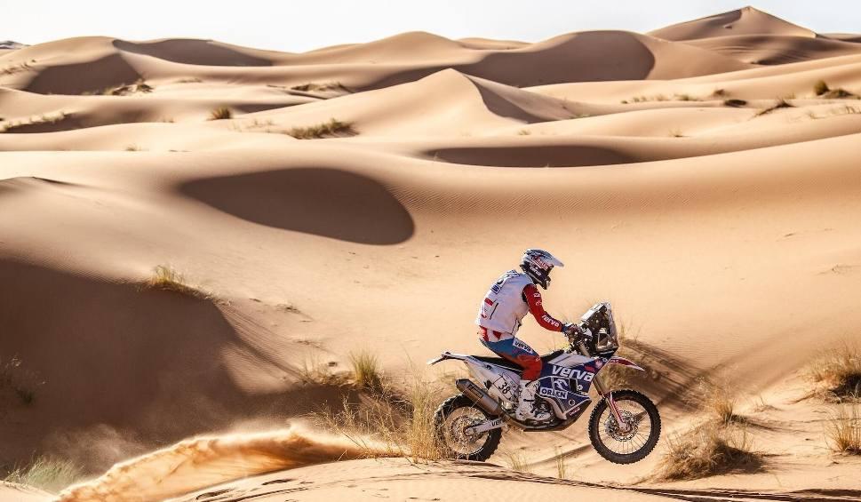 Film do artykułu: Maciej Giemza z Orlen Team leci do Dubaju, żeby potrenować na wydmach. Potem już Rajd Dakar [WIDEO, ZDJĘCIA]