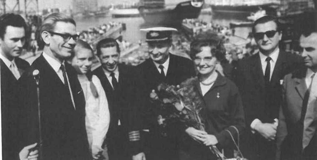 """29 sierpnia 1970 roku w Stoczni Gdańskiej zwodowano masowiec M/S """"Kędzierzyn"""". Matką chrzestną została pisarka Maria Szypowska"""