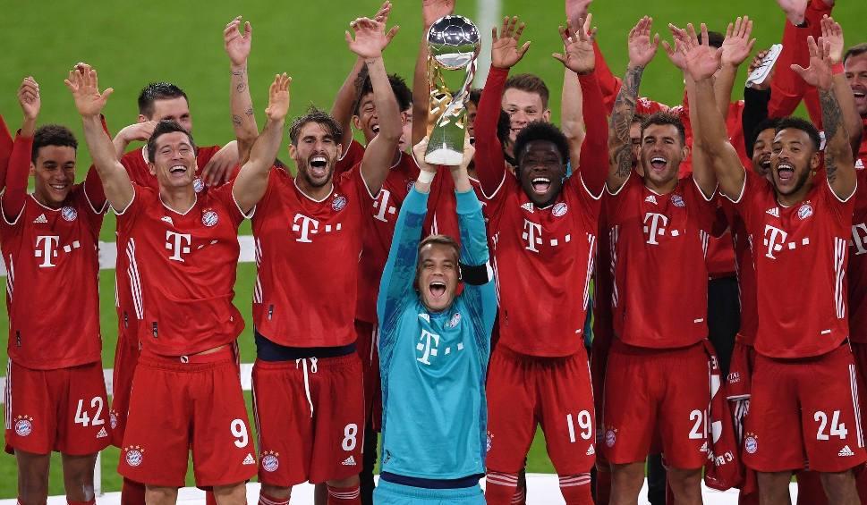 """Film do artykułu: Bayern wywalczył Superpuchar, ale niemieckie media surowo oceniły Robera Lewandowskiego: """"Tym razem niewiele pokazał z supergwiazdy"""""""