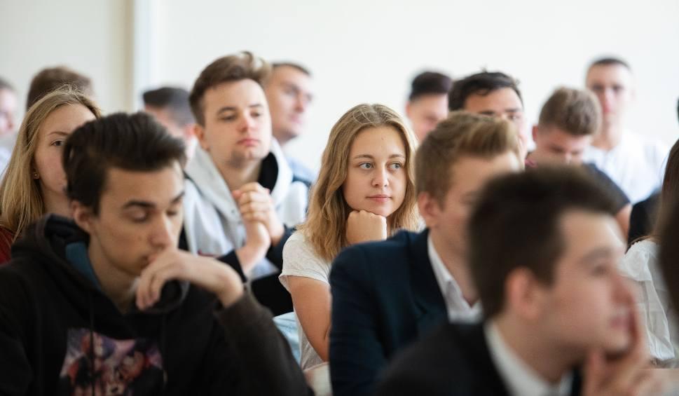 Film do artykułu: Szkoły zamknięte do 24 maja. Minister Dariusz Piontkowski ogłosił także terminy matury 2020 i egzaminu ósmoklasisty