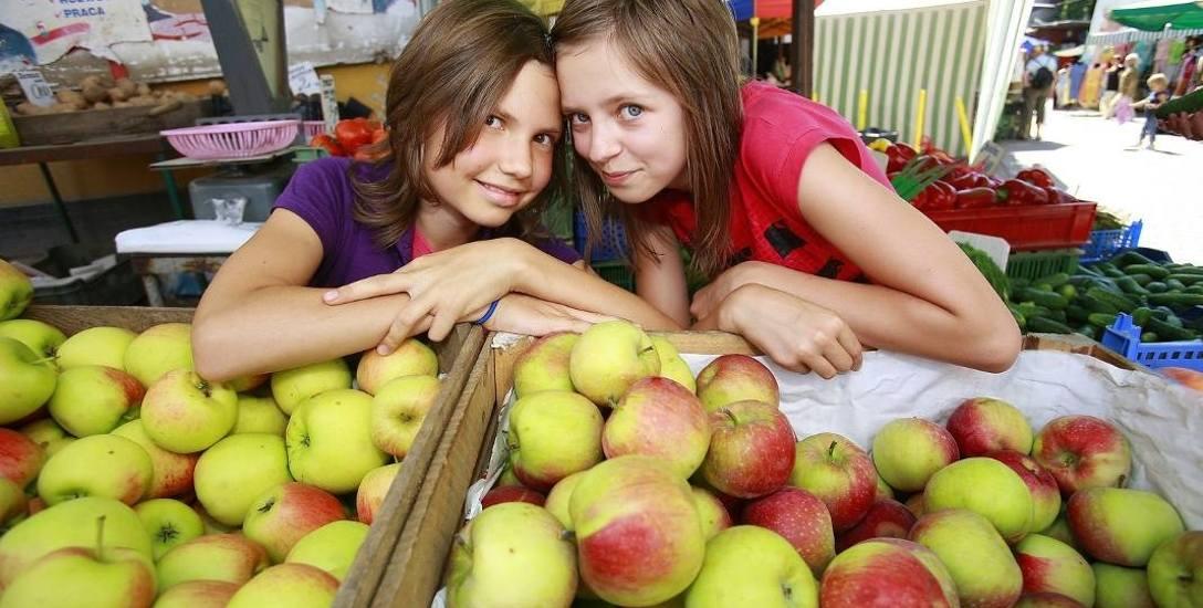Przez rok najbardziej podrożały jabłka, ale za to staniała odzież i obuwie