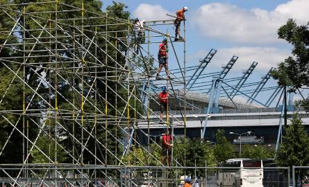 Budowa sceny na Światowe Dni Młodzieży na krakowskich Błoniach.