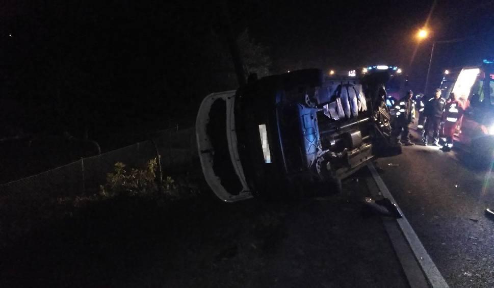 Film do artykułu: Zator. Wypadek na DK44 przy Energylandii. Przewrócił się wóz pogotowia energetycznego