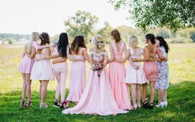 Wybór najlepszej sukienki na wesele to nie jest łatwa sprawa