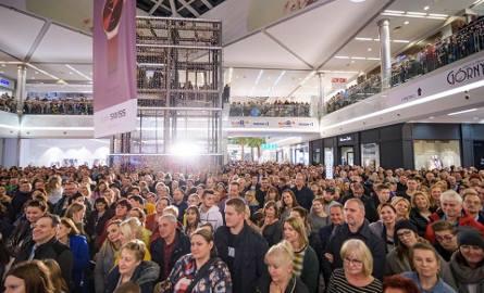 Z okazji swoich 8. urodzin centrum handlowe Toruń Plaza zorganizowało loterię, w której główną nagrodą był nowiutki mercedes. Gościem podczas finału