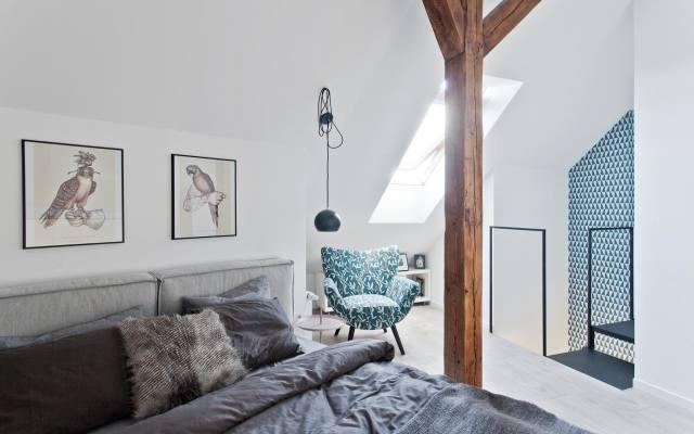 """Mieszkania na poddaszu mają niepowtarzalny urok. Jednak urządzenie bywa większym wyzwaniem niż w przypadku """"standardowego"""" lokum."""