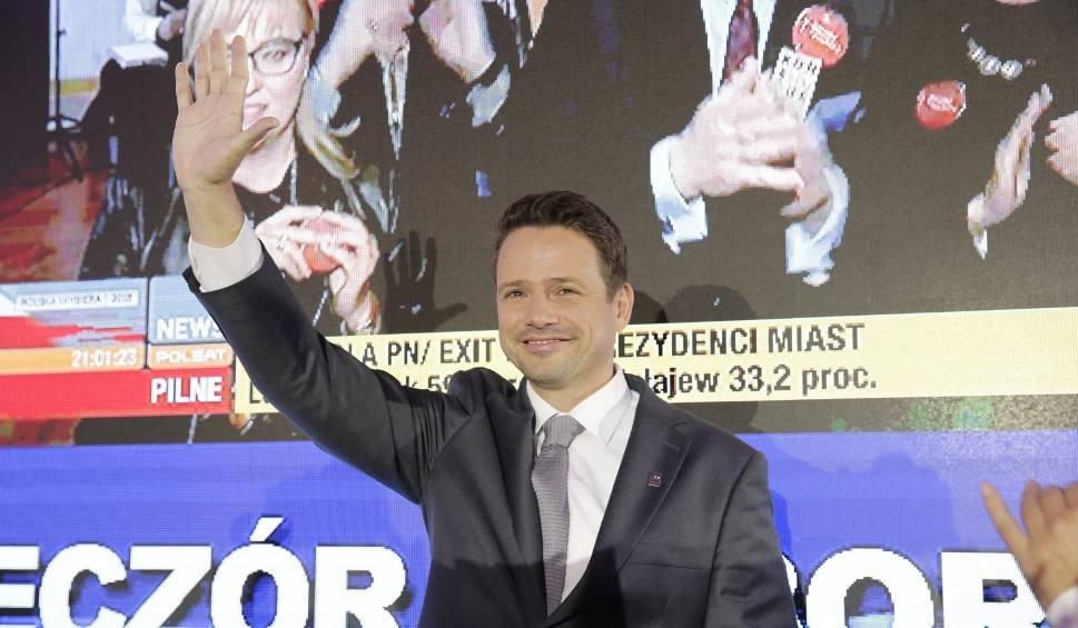 Film do artykułu: Warszawa WYNIKI WYBORÓW 2018 Kto wygrał w Warszawie? Rafał Trzaskowski nowym prezydentem! Patryk Jaki przegrał, drugiej tury nie będzie