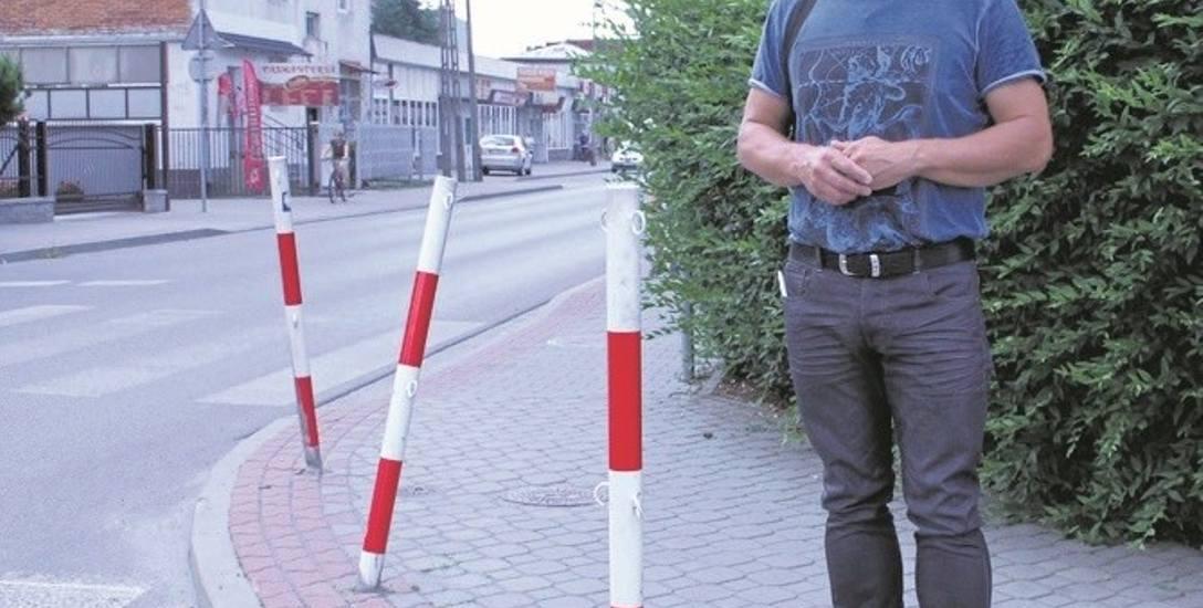 Krzysztof Ziaja, przewodniczący osiedla apeluje do mieszkańców, żeby zgłaszali do niego takie problemy, jak np. wygięte słupki