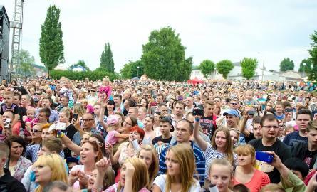 """Takie tłumy bawiły się przed rokiem na Dniach Gorzowa. Mamy nadzieję, że takie same odwiedzą w sobotę stanowisko """"GL"""" na bulwarze"""