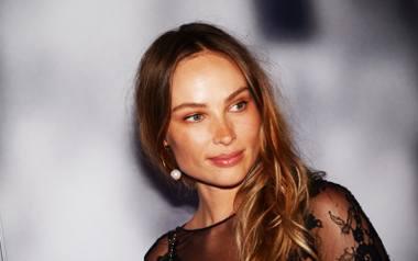 Weronika Książkiewicz ma 37 lat.  Jest córką choreografki i tancerki baletowej Beaty Książkiewicz. Ojciec aktorki jest Rosjaninem, pochodzi z Moskwy