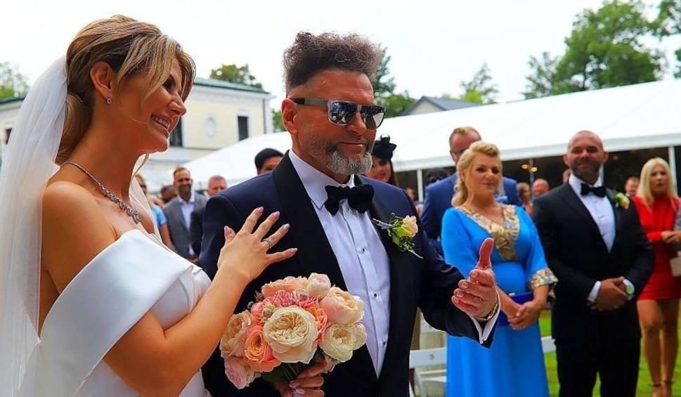 Film do artykułu: Ślub Krzysztofa Rutkowskiego w podwarszawskim pałacyku. Rutkowski żeni się z Mają Plich