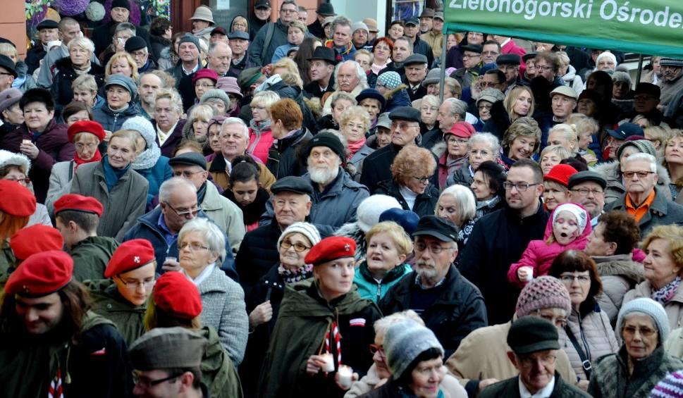Film do artykułu: Wigilia miejska w Zielonej Górze. 16 grudnia wspólne kolędowanie na zielonogórskim rynku. Sprawdź, co jeszcze będzie się działo!