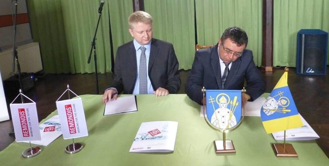 Umowę między gminą a Remondisem Aqua uroczyście podpisano w czerwcu 2014 roku.