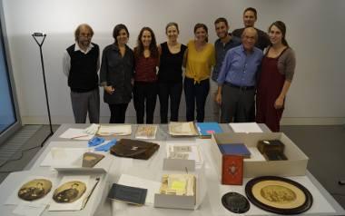 Claudia Chotzen ze swoimi bliskimi przekazuje rodzinne pamiątki do Muzeum Żydów w Berlinie