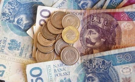 Od nowego roku najniższa krajowa zostanie podniesiona o 16% i będzie wynosić już 2 600 złotych. Jak zapowiada partia rządząca, za kilka lat będzie ona
