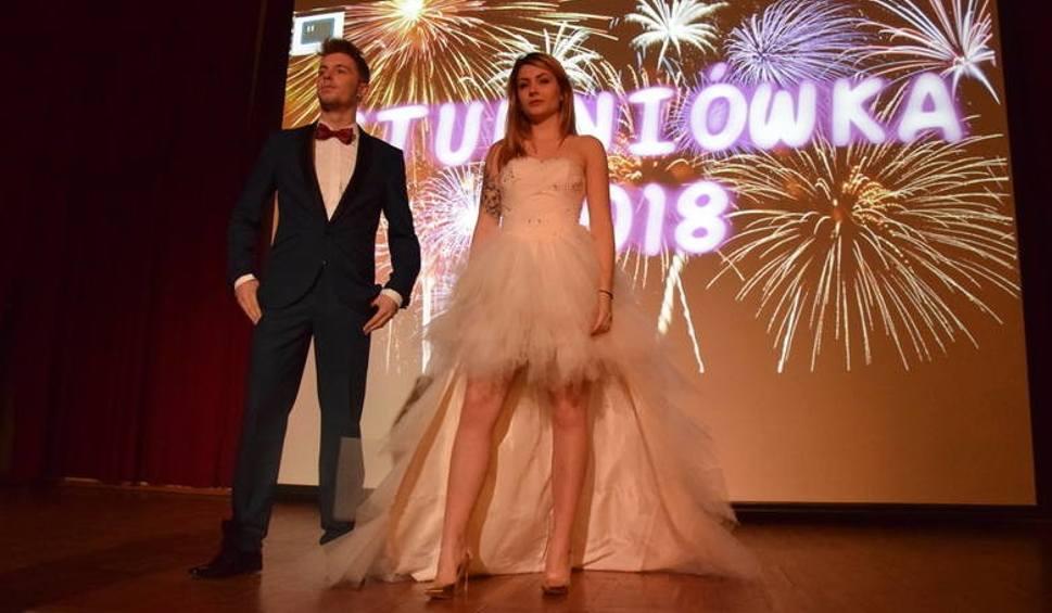0cd6fd85d7 Studniówka 2018 i studniówkowa moda  Jak się ubrać na studniówkę  Porady  dla dziewczyn i chłopaków