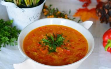 Ciepły obiad w kilka chwil? Sprawdź TOP 10 przepisów na najlepsze zupy. Zupa pomidorowa, meksykańska, cebulowa...