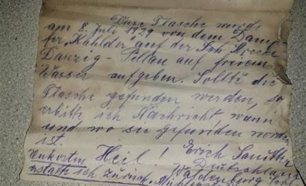 Rybak wyłowił butelkę z listem z wód Zalewu Wiślanego. Pływała w Bałtyku przez 90 lat