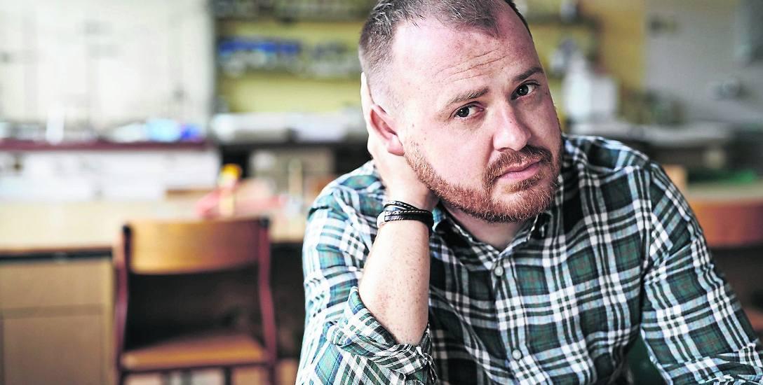 Wojciech Chmielarz: Państwo macha do młodych ludzi białą flagą