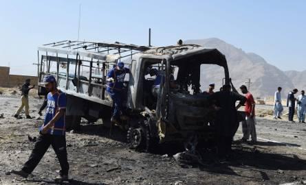Siedmiu policjantów zginęło w zamachu bombowym w Pakistanie