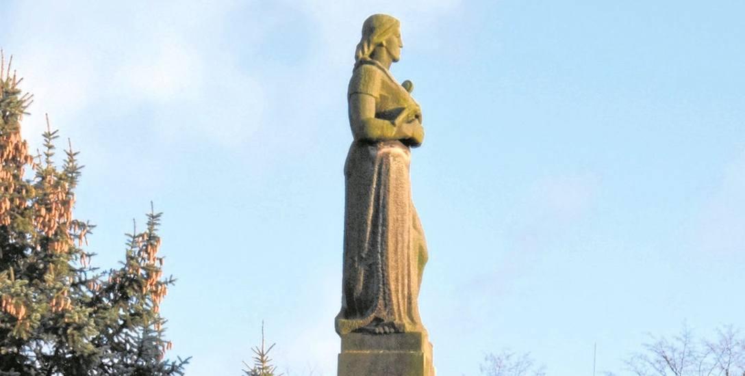 Pomnik Wdzięczności - później przemianowany na Matki Polki - jest jednym z czterech sejneńskich pomników. Ma zniknąć z miasta. Mieczysław Mieczkowski,