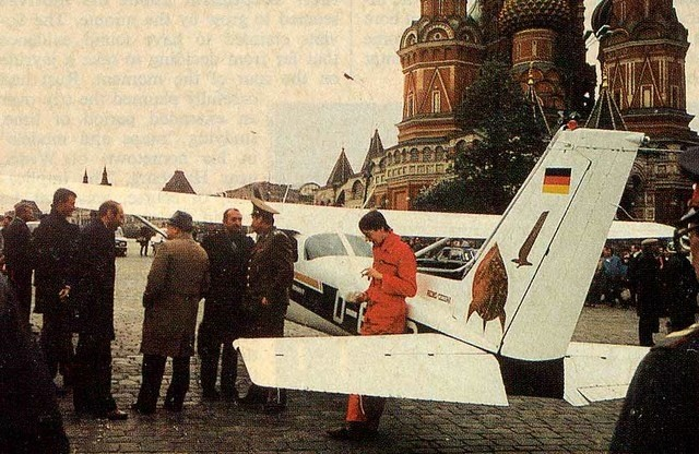 Rust i jego Cessna na tle Placu Czerwonego
