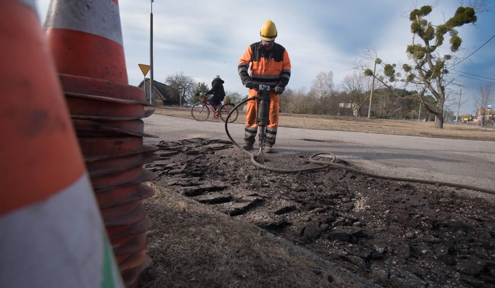 Film do artykułu: Cieszyn: ważna droga przy granicy od jutra zamknięta, czeka ją remont