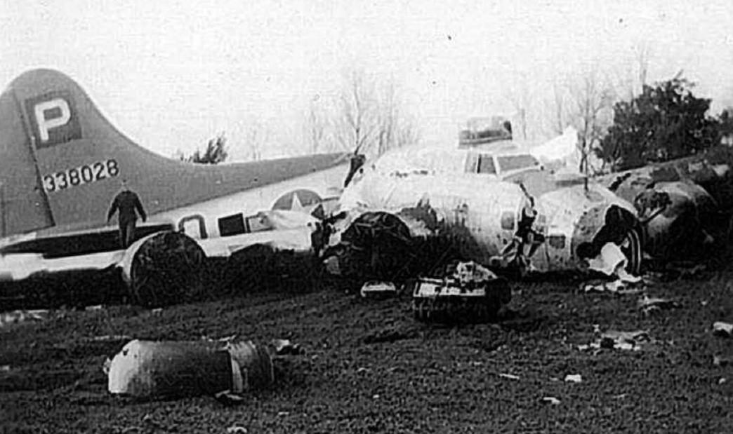 Amerykański bombowiec lądował na brzuchu pod Kolesiniem