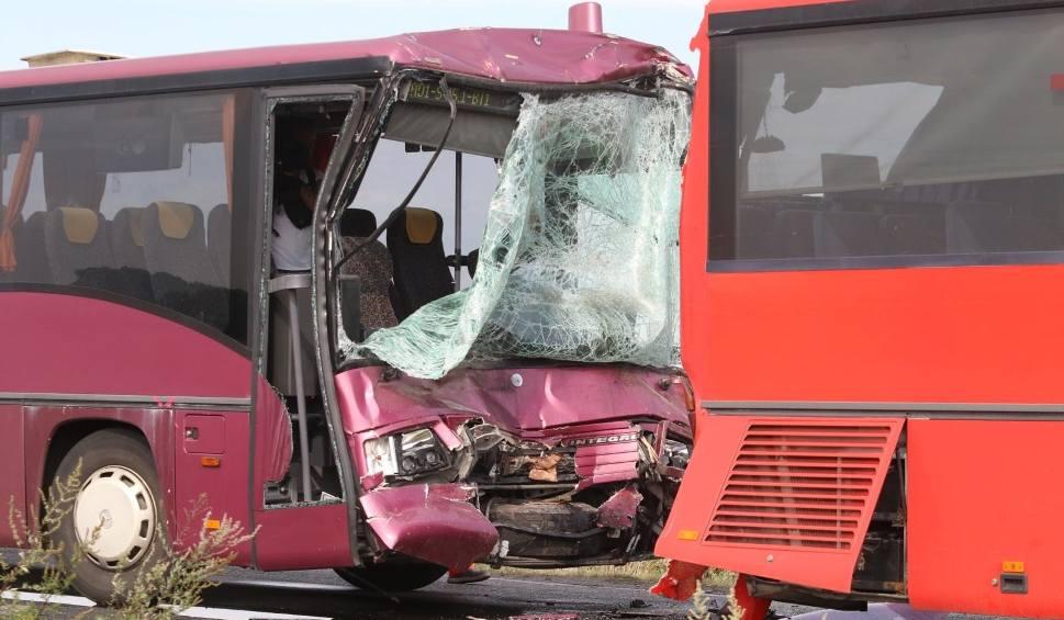 Film do artykułu: 11 wypadków w 4 dni. 3 osoby nie żyją, a 11 trafiło do szpitala [WIDEO]