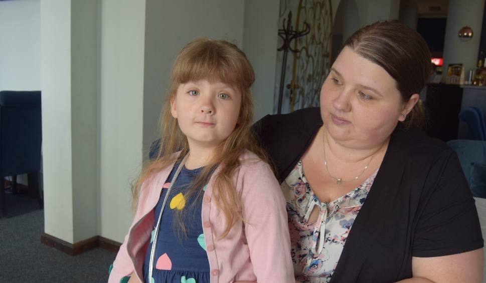 Film do artykułu: 6-letnia Martynka z Żółtnicy czeka na Waszą pomoc. Weź udział w balu [wideo]