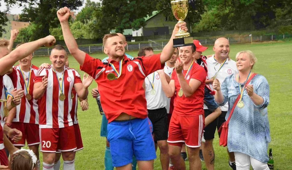 """Film do artykułu: W Głogówku kobiety nie tylko grają w piłkę, ale także """"rządzą"""" piłkarzami"""