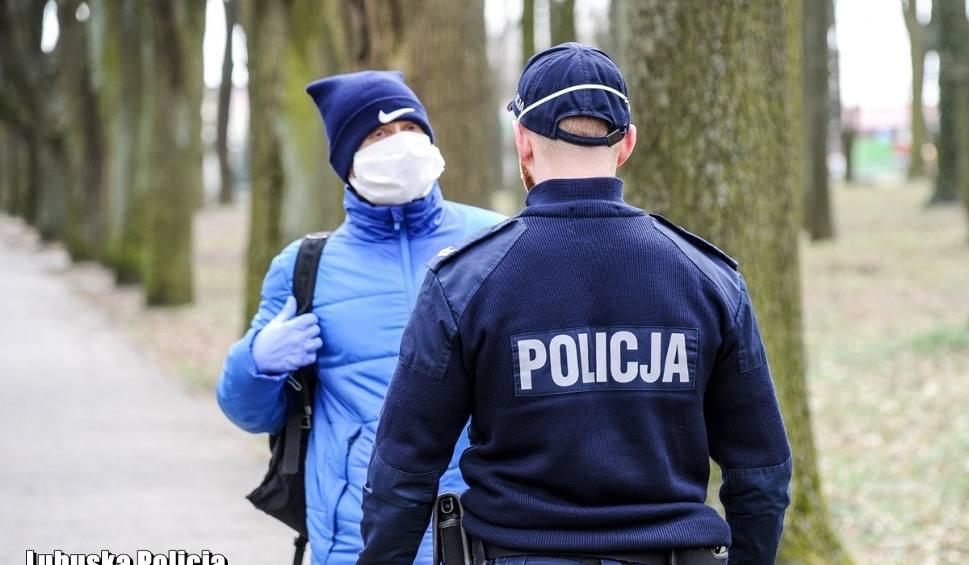 Film do artykułu: Kontrole policji i surowe kary za niestosowanie się do obostrzeń. Tak to wygląda w Lubuskiem