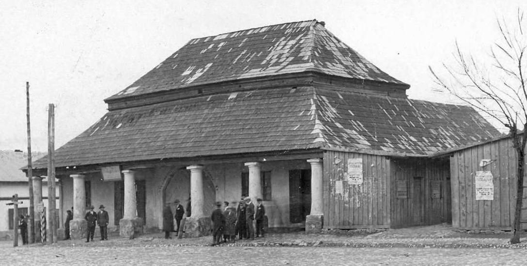 Karczmy na polskich ziemiach kusiły gorzałką bywalców. Na nic zdały się prośby i groźby duchownych. Na zdjęciu dawna karczma w Sławkowie
