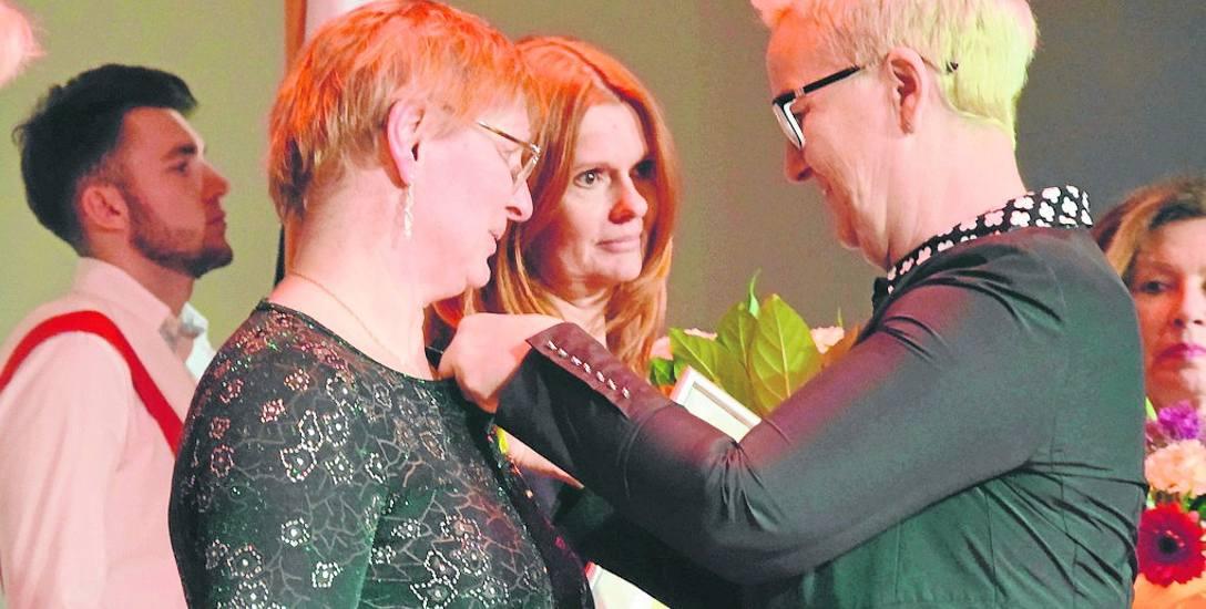 Wiceprezydent Wioleta Haręźlak wręczyła medale m.in. Dorocie Krassowskiej i Kamilli Wituckiej