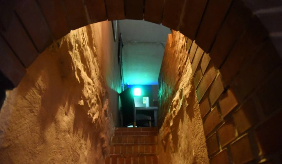 Film do artykułu: PIWNICE WINIARSKIE Zaglądamy do podziemi przy ul. Sobieskiego w Zielonej Górze. Teraz mieści się tutaj klub, kiedyś były piwnice winiarskie