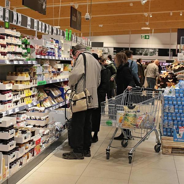 E.Leclerc najtańszym sklepem, po nim Auchan, później TESCO. Sprawdź gdzie jest najtaniej przed świętami. Gdzie Biedronka i Lidl [ZAKUPY]