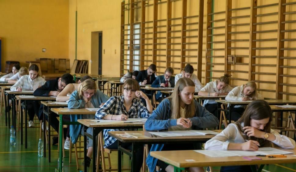 Film do artykułu: Ósmoklasiści podczas swoich próbnych egzaminów wypadli niedobrze