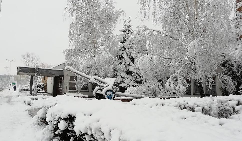 Film do artykułu: Ale zima! Śnieg zasypał miasta woj. śląskiego ZDJĘCIA CZYTELNIKÓW Pogoda na poniedziałek, 4 lutego