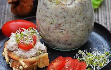Pasta z wędzonej makreli z ogórkiem i jogurtem naturalnym [PRZEPIS]