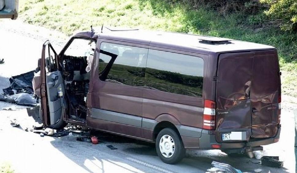 Film do artykułu: Pięć osób zginęło w wypadku polskiego busa na autostradzie D1 niedaleko Brna. Ofiary mogą być z naszego regionu! (nowe fakty)