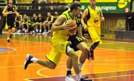 Koszykarze Siarki Tarnobrzeg (w żółtych koszulkach) odnieśli wyjazdowe zwycięstwo w meczu ze Śląskiem Wrocław.