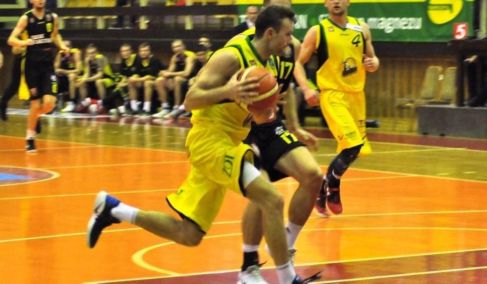 Film do artykułu: Efektowna wygrana koszykarzy Siarki Tarnobrzeg we Wrocławiu