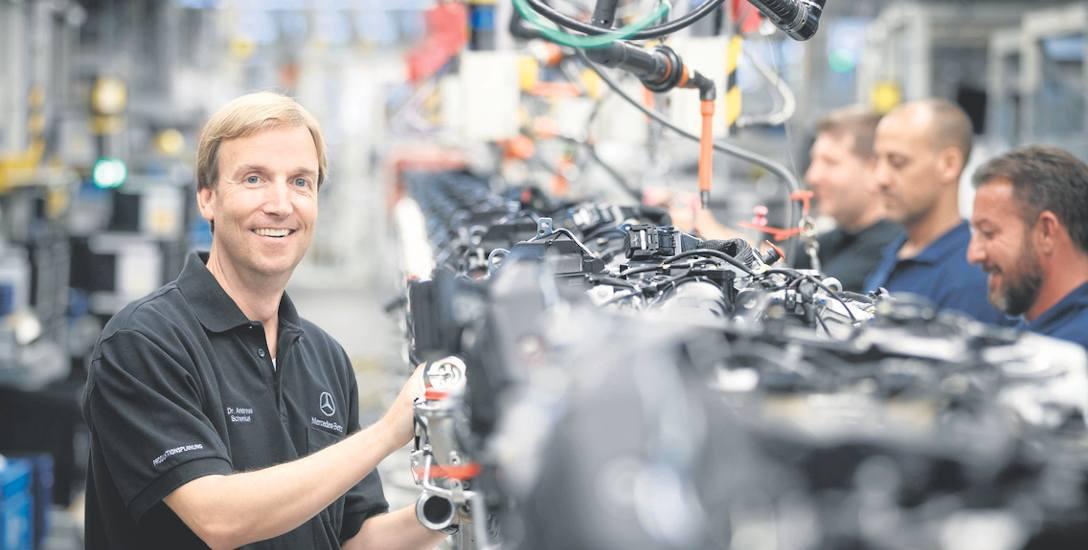 Dr Andreas Schenkel przy produkcji silników Mercedes-Benz. Andreas Schenkel jest szefem nowo powstałej spółki Mercedes-Benz Manufacturing Polska - odpowiada