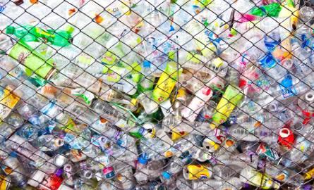 Rocznie każdy mieszkaniec Europy i Ameryki Północnej generuje ok. 100 kg śmieci z plastiku. Eksperci ONZ szacują, że za cztery lata może być to już nawet
