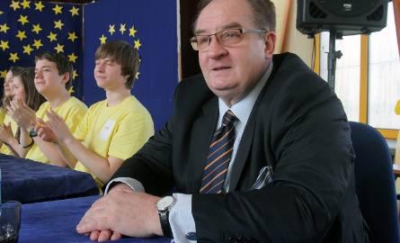 Jacek Saryusz-Wolski podniósł polityczne ciśnienie nie tylko na linii PO - PiS głównie swoim konsekwentnym milczeniem. Politycy PO przyznają, że... nie
