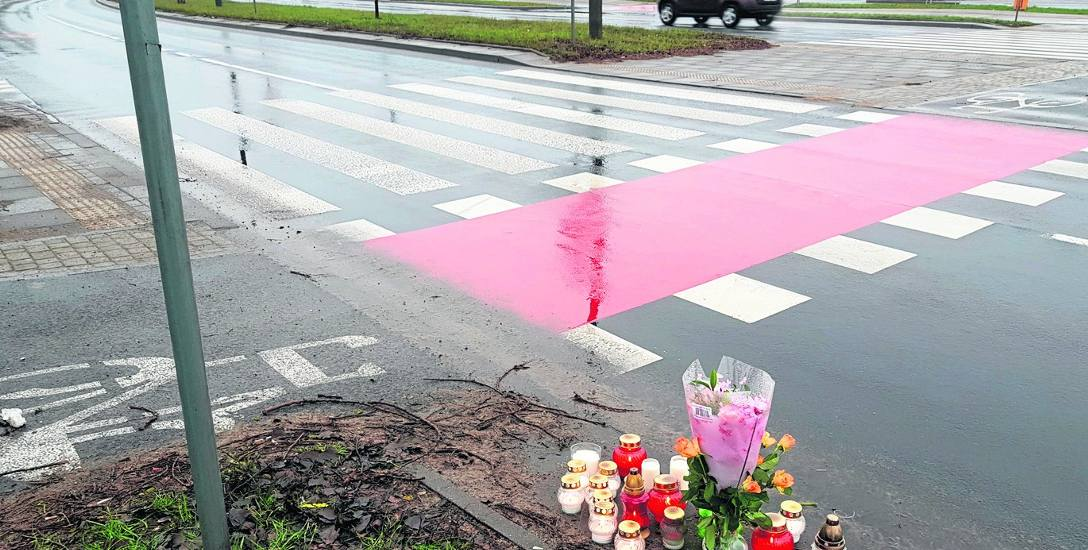 Przejście, na którym w ostatnią sobotę 2018 roku doszło do tragedii, jest odmalowane. Stoją przy nim znaki ostrzegawcze