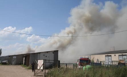 Wielki pożar na Swojczycach we Wrocławiu. Płonęły chemikalia