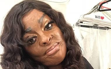 Na zdjęciu Afia Fiels - ocalała z pożaru aktorka, w makijażu, ze sztucznymi rzęsami