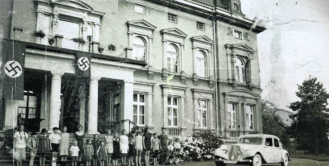 """Kadr z filmu """"Kinderlager Pogrzebin"""" Krzysztofa Korwin-Piotrowskiego o niemieckim obozie dla polskich dzieci"""