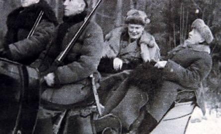Goering (z lewej) i prezydent Mościcki w drodze na polowanie, luty 1938